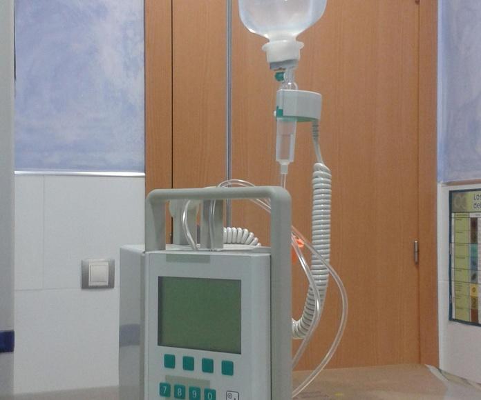 BOMBA DE INFUSIÓN Equipo muy importante y necesario ya que permite controlar el volumen de fluidos que se administra al animal. Tanto para hidratarle como para medicarle introduce la cantidad exacta de líquido que necesitamos, en el tiempo que necesitamos