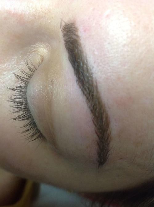 Técnica microblanding, cejas pelo a pelo