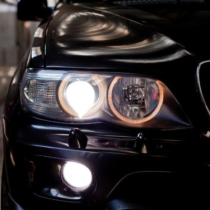 ¿Cómo detectar problemas en los faros de tu vehículo?