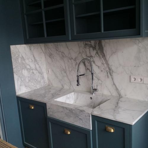 Encimera con lavabo incorporado de mármol arabescato