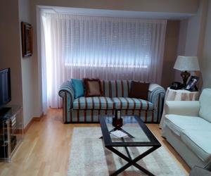 Salón cortinas y sofá