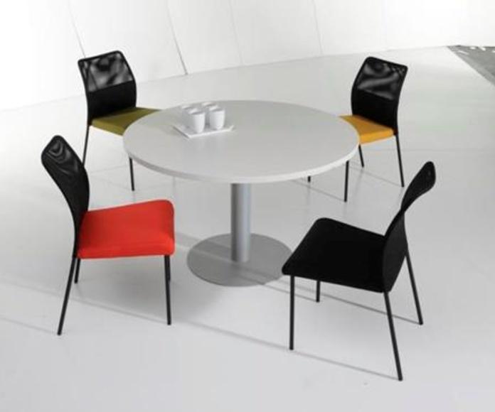 Mesa redonda color Blanco y pie metálico color aluminio.
