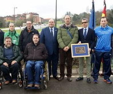 El Ayuntamiento de Oviedo inagura una plaza del deporte adaptado