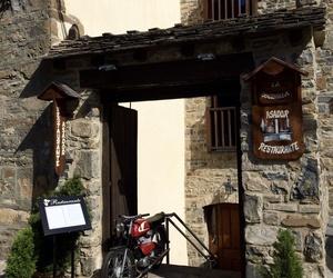 Entrada calle principal Restaurante La Cocinilla