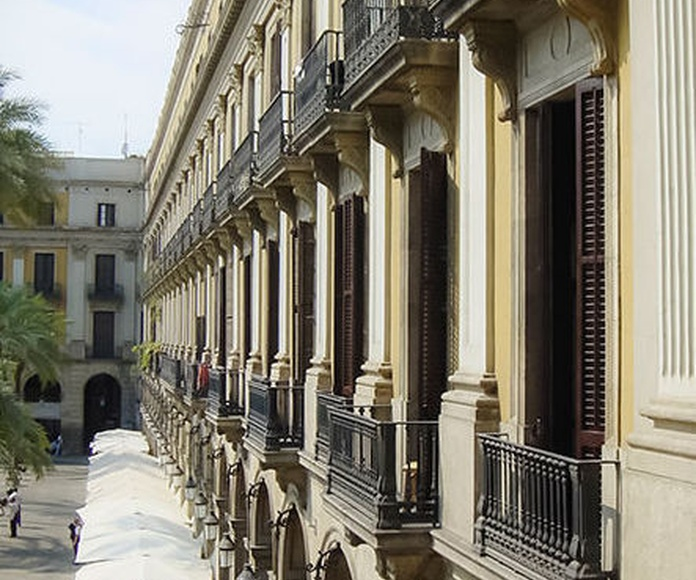 Fachada a la Plaza Real    Barcelona