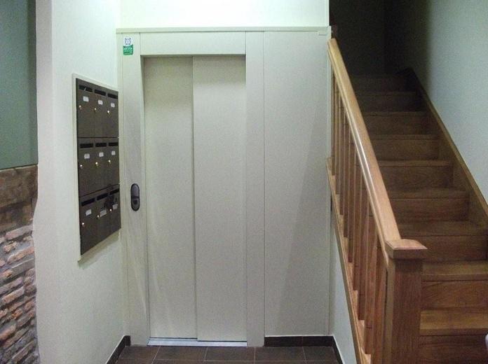 Instalación de ascensores: Servicios  de Thisan Construcciones y Reformas