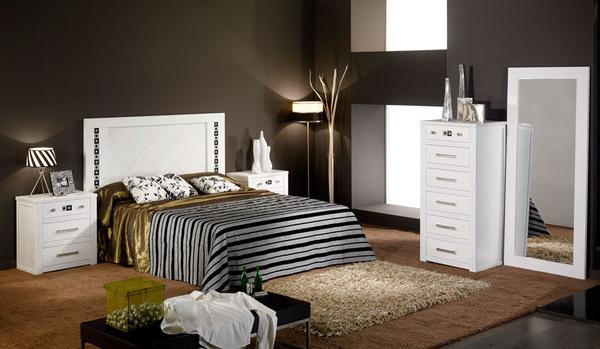 Dormitorio en roble macizo lacado en blanco.