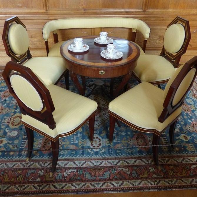 La atractiva opción de tapizar las sillas a tu gusto