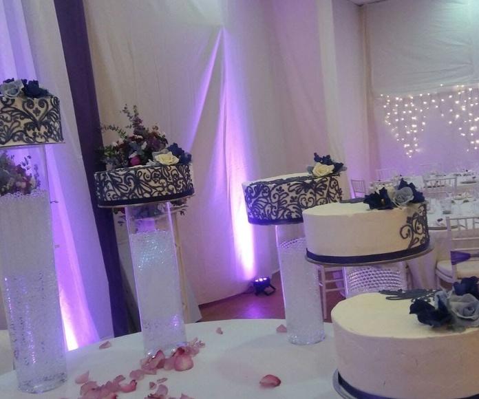 tartas de boda blanco y morado