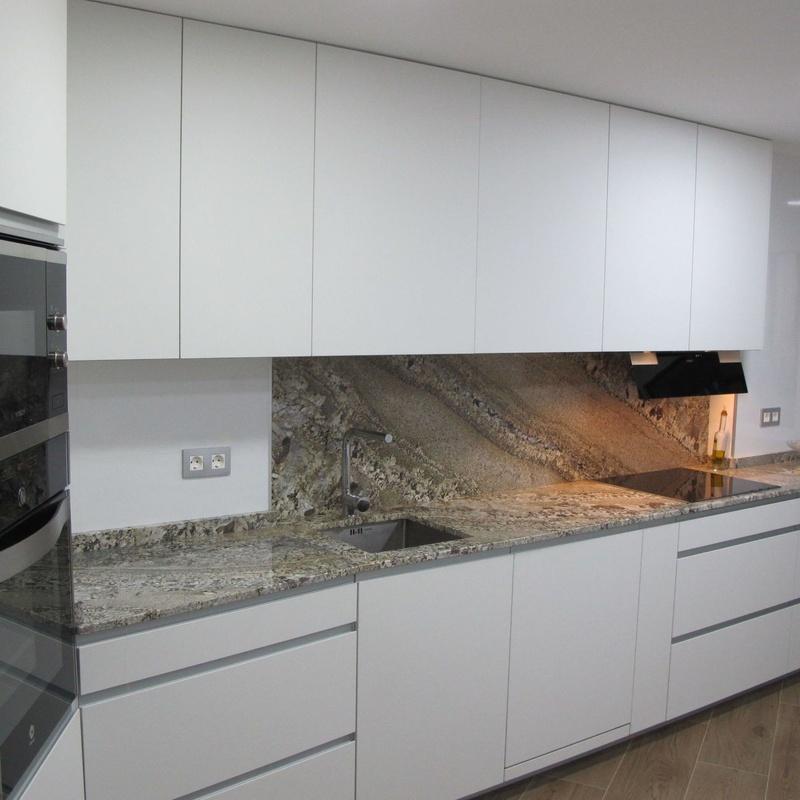 Renovaciónes o cambios de encimeras: Muebles de cocina y reformas de Luxe Cocinas