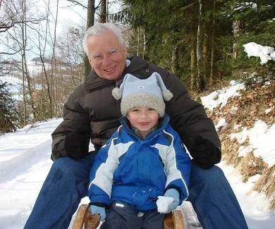 Quiero ver a mi nieto: ¿puedo solicitar un régimen de visitas?