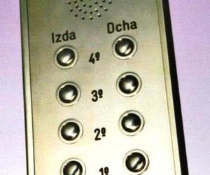 Nuestra placa de acero inoxidable con pulsadores en acero inoxidable. Todo diseñado por nuestra empresa