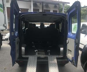 Adaptación de Opel Vivaro; garantiza la seguridad del pasajero con movilidad reducida.