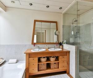 ¿Por qué quitar la bañera de casa y poner una ducha?