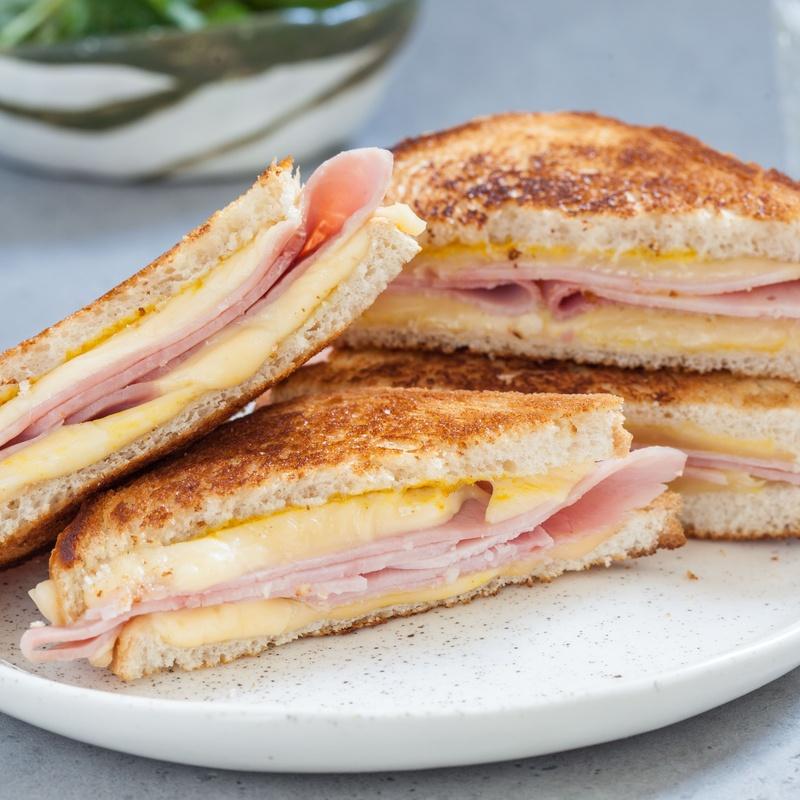 Sandwich de jamón York y queso (Mixto): Menús de Restaurante Terraza La Parrilla de Valdemoro