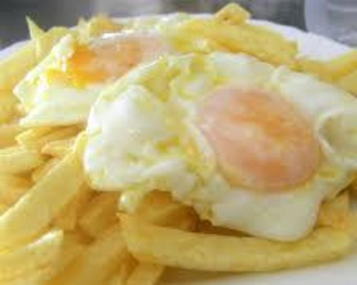 Huevos fritos, papas fritas y ensalada: Nuestra Carta de Happy Burger