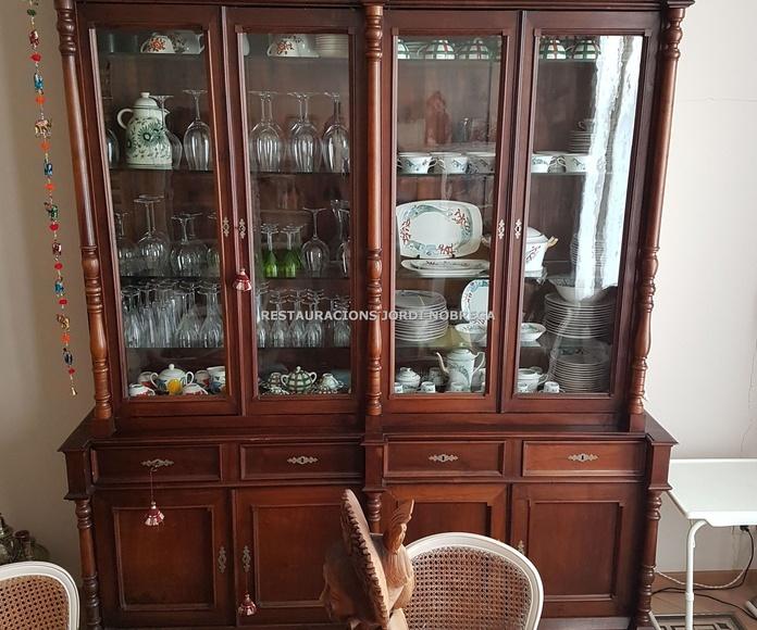 Envejecido-actualizado de vitrina vintage, por Restauracions Jordi Nóbrega: Nuestros trabajos de Jordi Nóbrega Restauracions