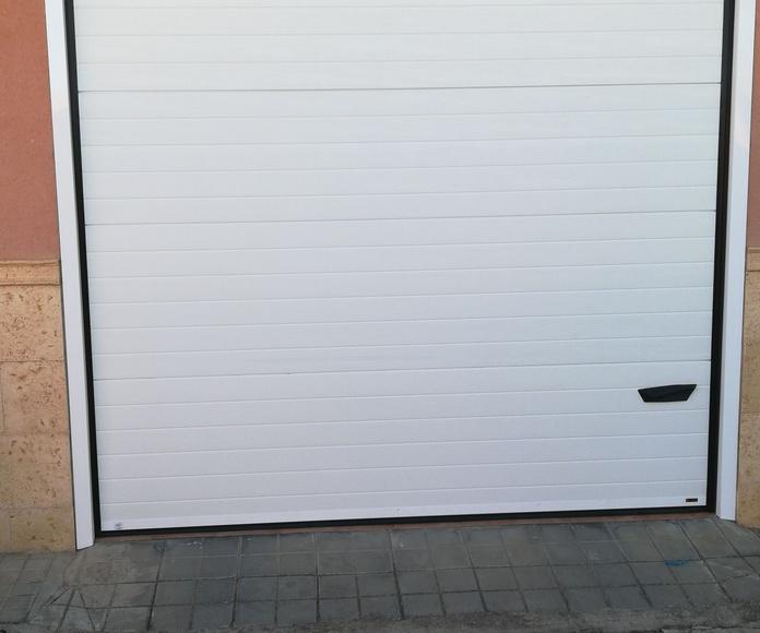 Puertas seccionales: Servicios de Instalaciones Quijote
