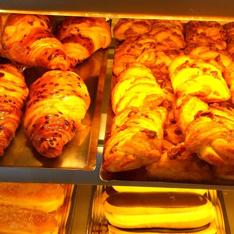 Bollería, pastelería y panadería: Tartas, bollos y cafetería de Cafetería Pastelería La Agüela