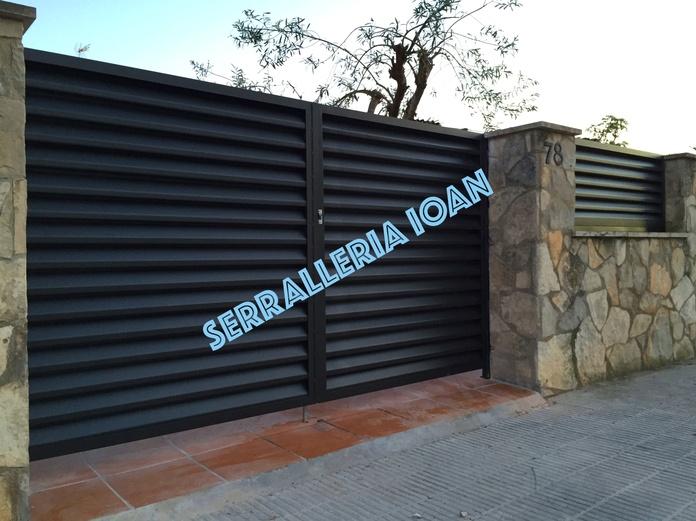 Puerta lamas librillo: Productos y servicios de Serrallería Ioan