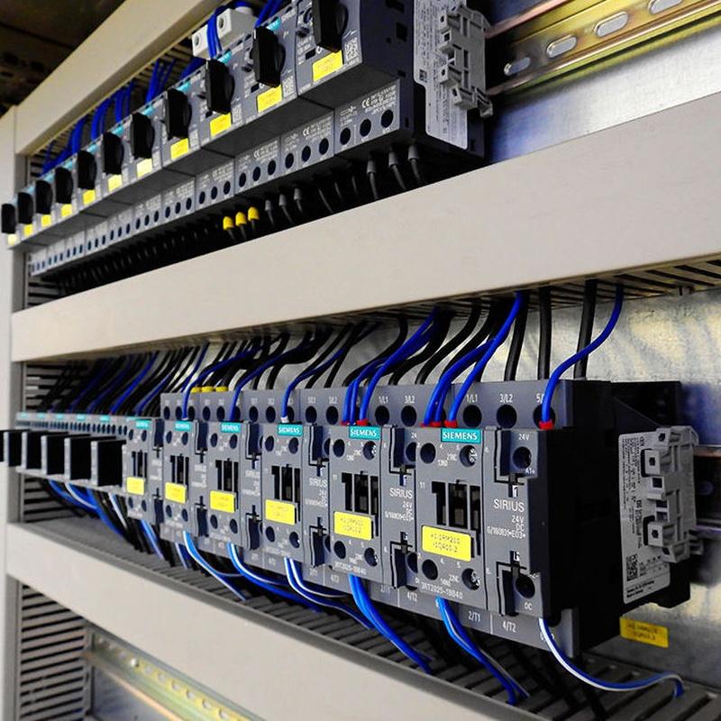 Instalación eléctrica de protecciones y fuerza.