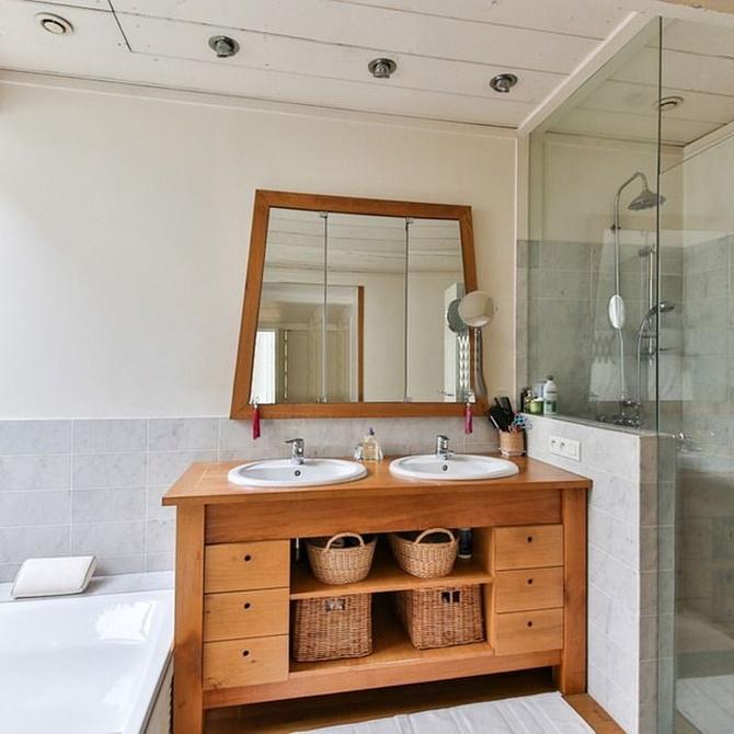 La decoración con las mamparas en el baño