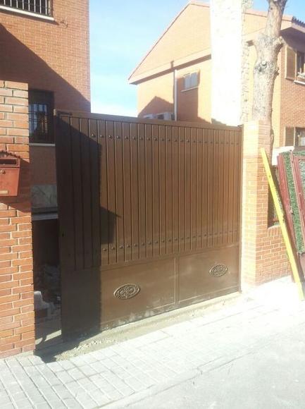puerta corredera de chalet madrid