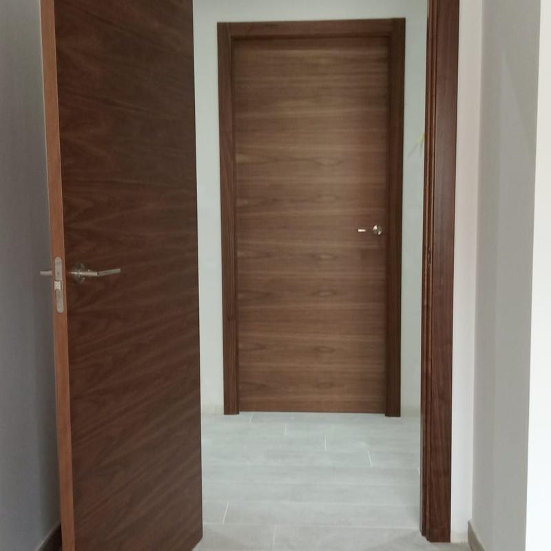 Puertas instaladas: Catálogo de productos   de Carpintería Jano