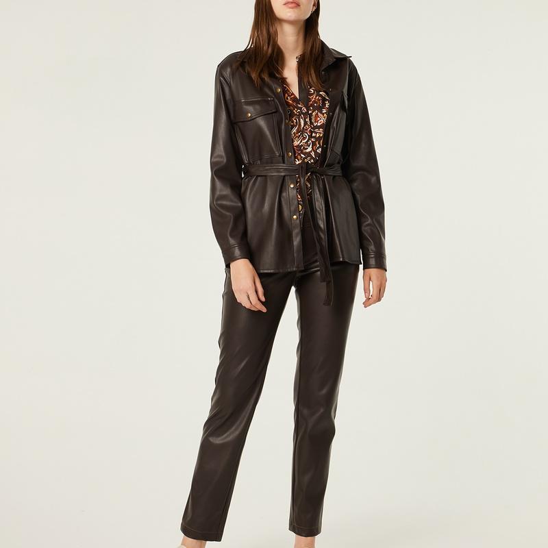 Conjunto chaqueta y pantalón de polipiel en color marrón: Catálogo de Manuela Lencería