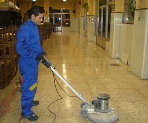 Desinfección y abrillantado de suelos en bares y restaurantes