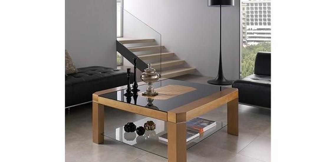 Tienda de mueble en Vallecas con mesas de madera