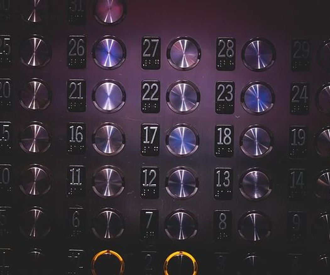 Precauciones básicas al usar un ascensor