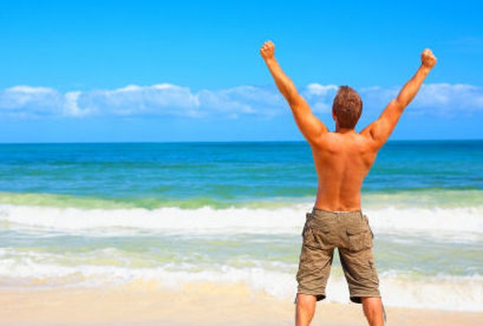 Beneficios emocionales y psicológicos de bañarse en el mar