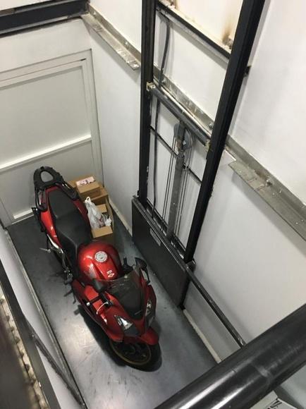 Plataformas elevadoras instalada en concesionario oficial HONDA en Madrid: Servicios de ASCENSORES GONSAN