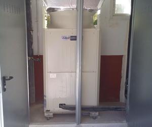Unidad exterior climatización City Multi de Mitsubishi Electric en garaje