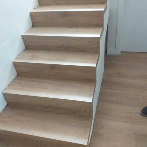 Instalación de suelos laminados, parquet o vinilo en escaleras en Madrid