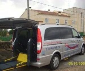 Contamos con vehículo adaptado a personas con movilidad reducida