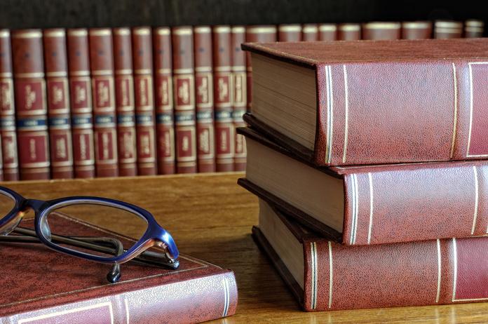 Confección y presentación: Servicios de Estrangeria Advocats