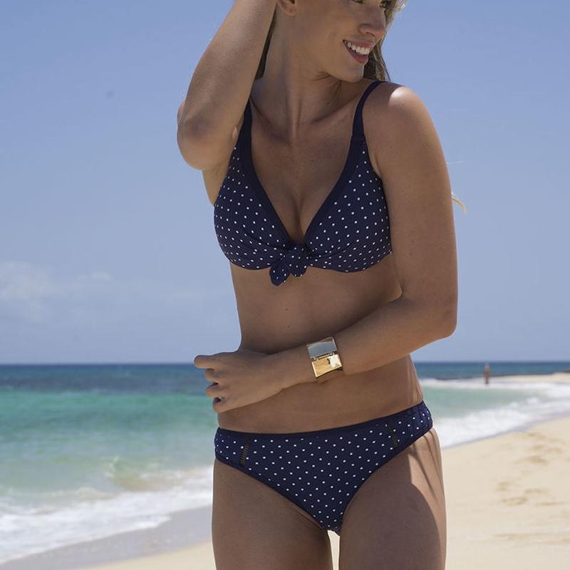 Bikini aro copa B Bikini con aro y relleno.