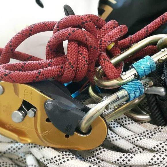 Equipamiento de seguridad para limpieza: ¿Qué hacemos? de Desatascos y limpiezas Martínez-Alberto