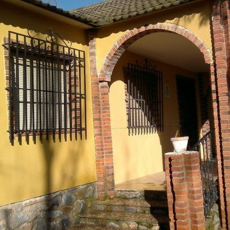 Chalet en Villafranca de los Caballeros: Inmuebles Urbanos de ANTONIO ARAGONÉS DÍAZ PAVÓN