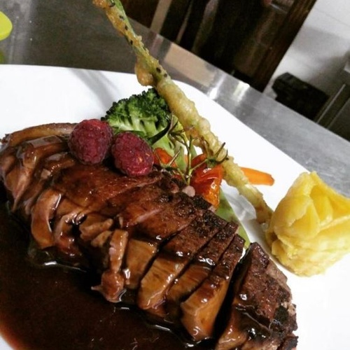 Restaurante con amplia carta en Iznájar
