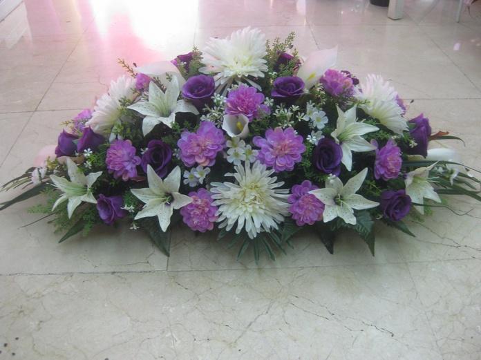 centro artificial de dalias, crisantemos y lilium en Madrid