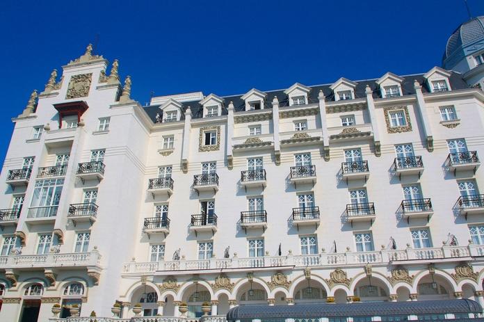 Restauración de fachadas Hotel Real Santander.