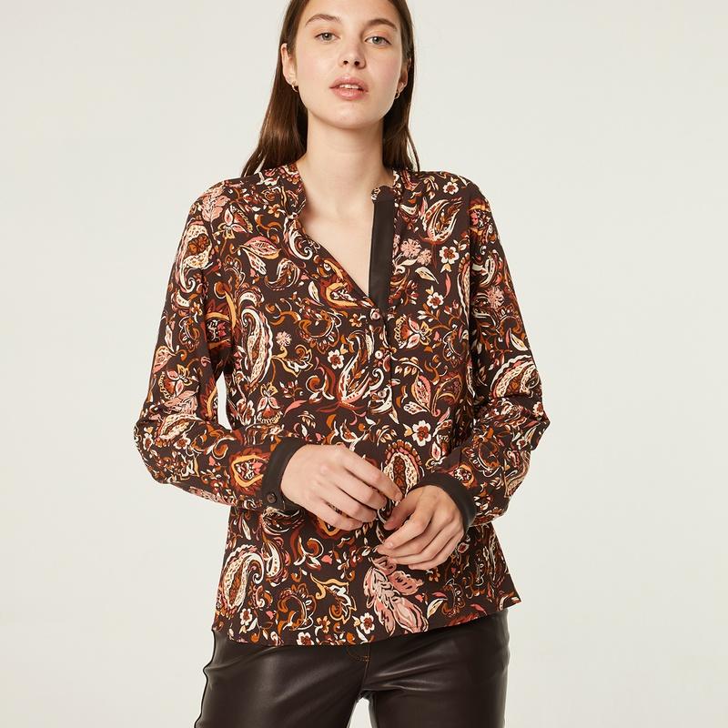 Blusa estampada con tonos marrones: Catálogo de Manuela Lencería