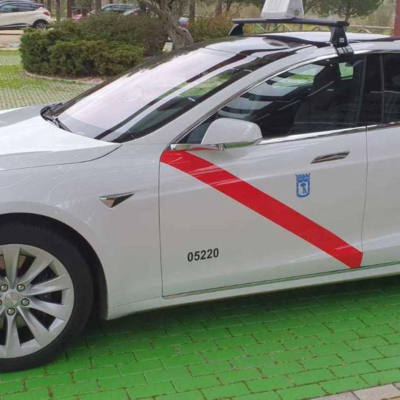 Taxi los Peñascales Las Matas y as Rozas. Calidad y lujo con un taxi Tesla.