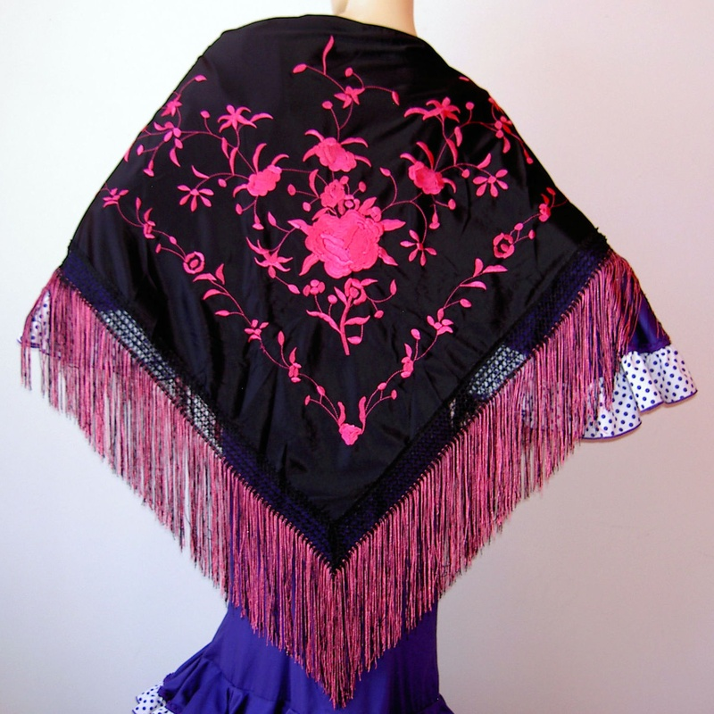 Mantón mediano negro-fucsia 2fleco
