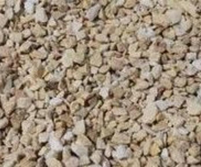 Piedra natural triturada, decorativa y de color amarillo macael