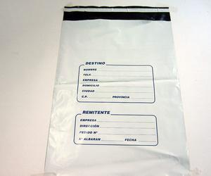 Fabricación de sobres de mensajería de plástico