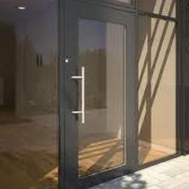 Puertas aluminio: Servicios  de Aluminios Rilova